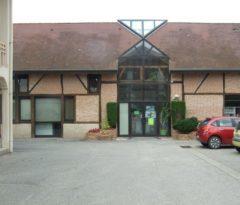 Cette image présente la façade du bâtiment de la bibliothèque intercommunale.