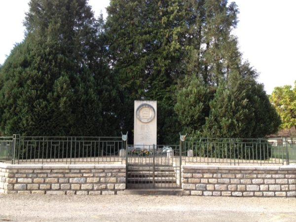 monument au mort à Authumes
